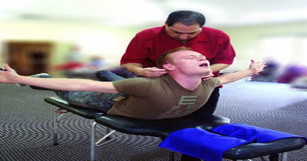 man-receiving-network-therapy-in-clinic_01